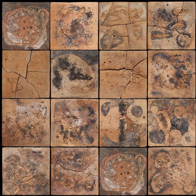 Întâlnire-cu-fosilele---Ansamblu-modular-decorativ-–-detaliu---Ceramică-angobe,-module16-16-cm.-Dimensiune-de-ansamblu-208-224-cm