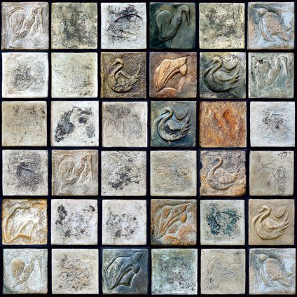 Ansamblu-modular--decorativ-in-dominanta-rece---Ceramică,-angobe-module-12-12cm.-Dimensiune-de-ansamblu-72-72-cm